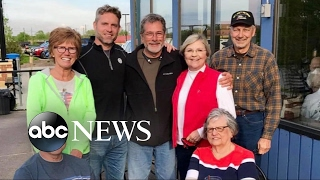 Retired soldier presents gold stars to families of veterans