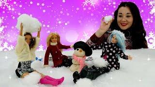 Зимние игры с Барби. Видео для девочек с куклами.