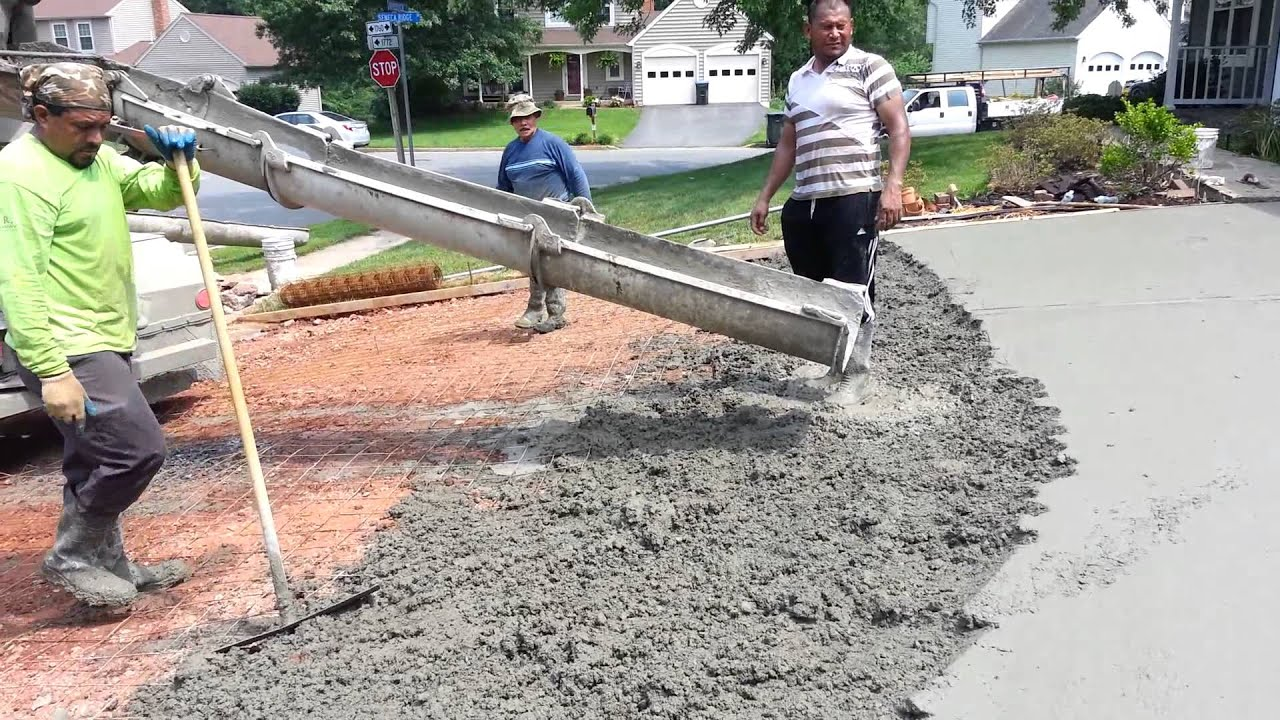 Laying concrete driveway 4th video 6 18 2014 youtube for How to pour a concrete driveway