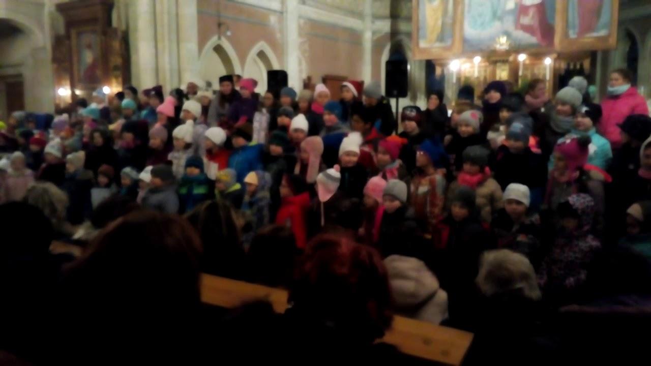 Vánoční koledy ( děti v kostele )(1)