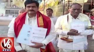 AP Minister Devineni Uma And Congress Leader Jana Reddy Visits Tirumala Temple   V6 News