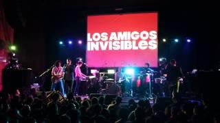 La Vecina (En vivo) - Los Amigos Invisibles