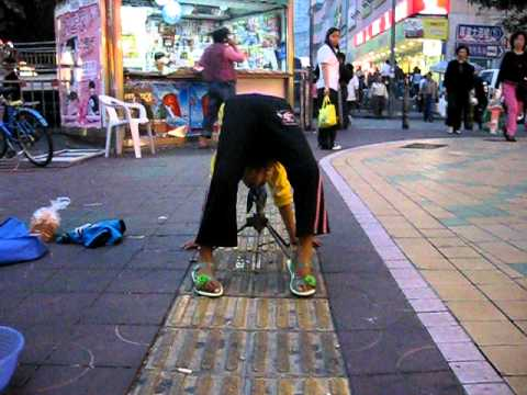 Crazy Chinese kid street performers