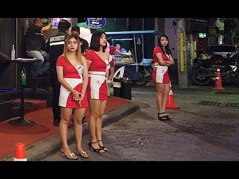 Pattaya Night Scenes: The Girls Are Bored Of Waiting For Tourists To Return To Thailand