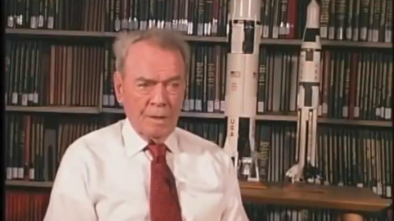 วิลเลียม รัตลีดจ์ (William Rutledge) ขณะให้สัมภาษณ์กับสื่อ ที่อ้างว่าเขาคืออดีตผู้บัญชาการนักบินในภารกิจ อะพอลโล่ 20