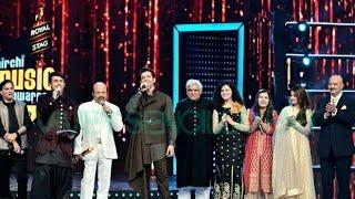 shahrukhkhan performance at royal stag mirchi music awards 2016