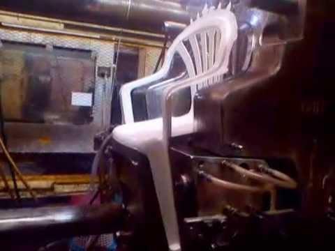 Inyectando molde para silla youtube for Sillas de plastico