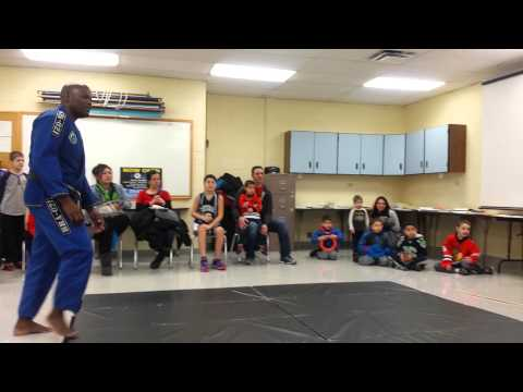 Brazil 021 jiu-jitsu self defense presentation
