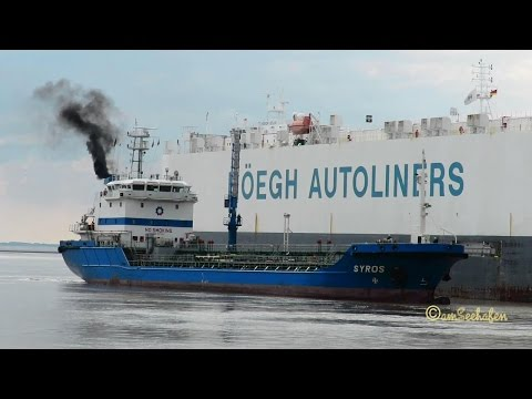 bunker ship SYROS A8PW7 IMO  9371294 for car carrier HÖEGH DELHI inbound Emden Tanker mit Autotransp
