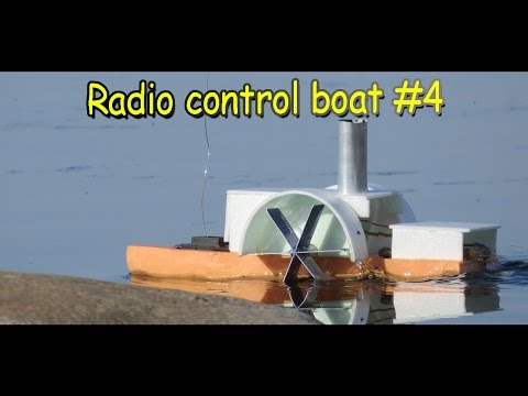 Радиоуправляемый колесный катер
