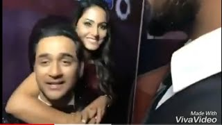 Bigg Boss 11 Hina Khan And Vikas Gupta Funny  Backstage Moments After Finale!!