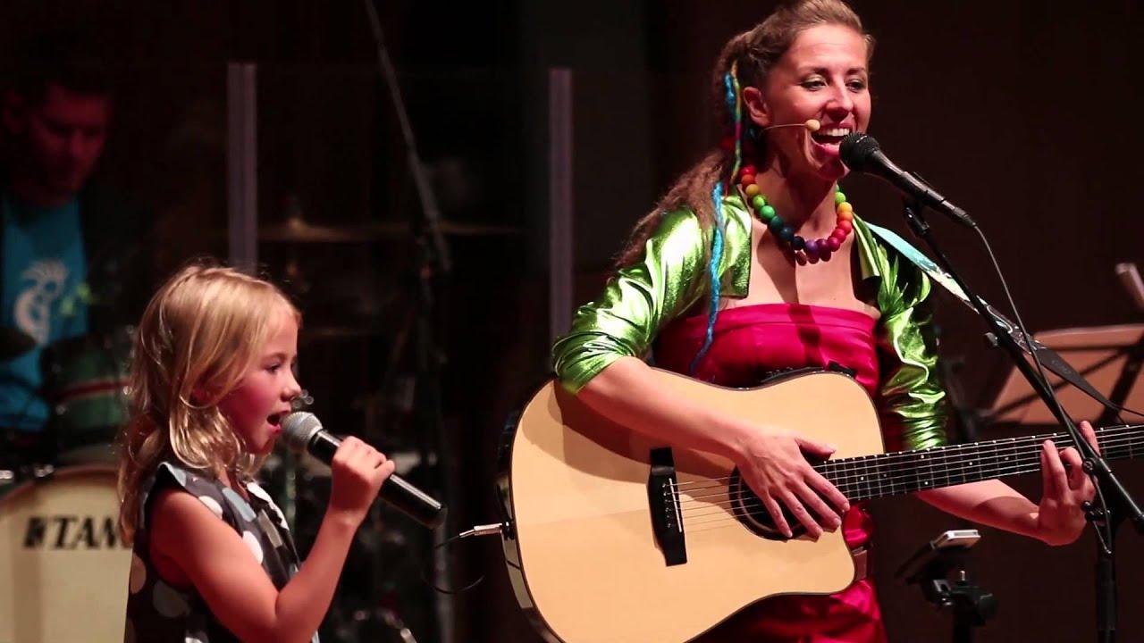 ich-lieb-dich-youtube-kinderlied-von-mai-cocopelli-kinderliedermacherin-mai-cocopelli