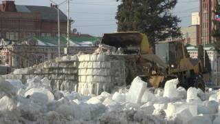Из-за оттепели на Театральной площади сносят ледовый городок