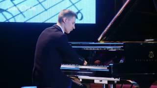 anh chàng cụt hai tay chơi piano khiến cả thế giới rung động