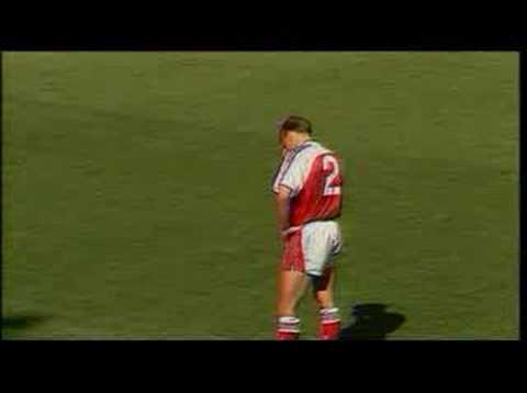 Arsenal - Coventry (1991): Lee Dixon own goal
