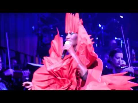 Grace Jones - La Vie En Rose NOTP 2010