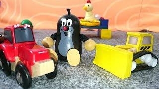 Видео для детей. Лепим из пластилина. Аня и кротик строят курятник - Истории из игрушек для детей(Развивающее видео для малышей про Кротика