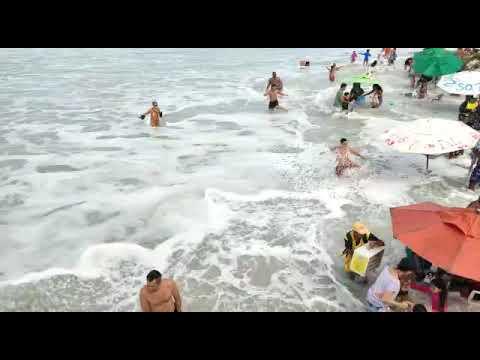 Ondas Gigantes Engolem Praia Do Forte, Em Cabo Frio