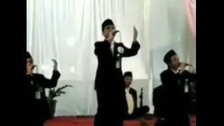 Download Video KEREN! Meski Jatuh Tetap Sholawat - Pemuda Ini Banjir Pujian MP3 3GP MP4