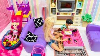 Barbie Babysitting Adventures! Barbie babysits her friend's kids!