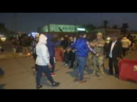 Iraq forces at checkpoint with 'Blue Hats' militia