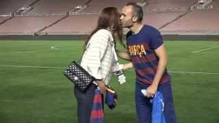 VIDEO: Alex Morgan y Andrés Iniesta comparten camisetas