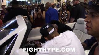 FLOYD MAYWEATHER IN SICK DROPHEAD ROLLS-ROYCE PHANTOM ATTRACTS A CROWD