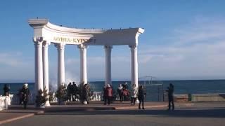 Крым. Алушта сегодня, накануне Нового года (31.12.2016)(В Алуште сегодня теплая солнечная погода (+8). Стихия город обошла стороной. Народ готовил столы к празднику,..., 2016-12-31T16:53:47.000Z)