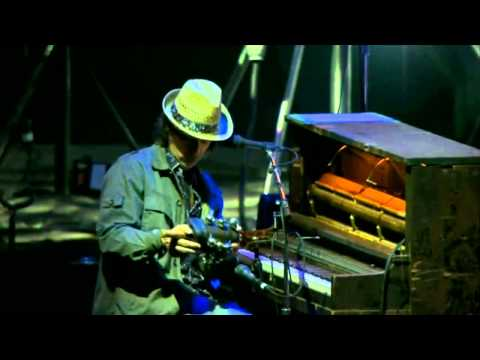 Neil Young - A Day in the Life (Beatles Cover) @ Glastonbury Festival 2009 HD