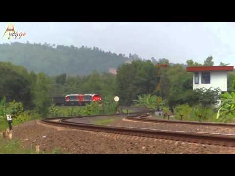 Kereta Api Terpanjang di Indonesia (KA Super Babaranjang di Stasiun Tegineneng)