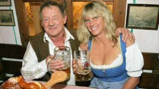 Wolfgang Ambros - Hoit Do Is A Spoit