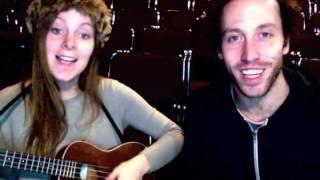 Tanya et Matthieu chante une chanson pour Jean-Rock.