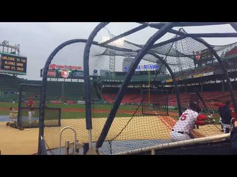 Mike Lowell homers before Boston Red Sox alumni game; slugger sent it over Monster, then ended his BP (video)