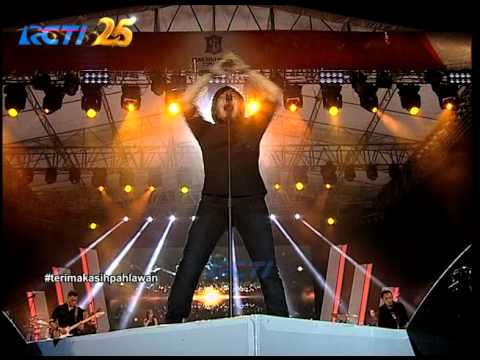 "Dewa Feat. Ari Lasso ""Arjuna"" - Simfoni Untuk Bangsa"