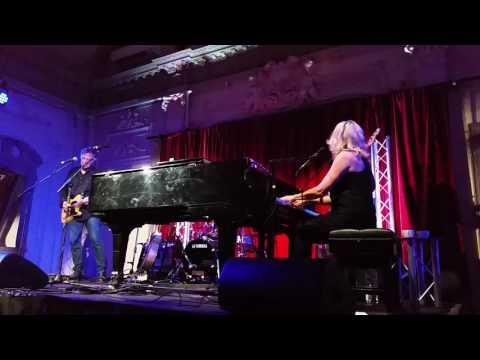 Vonda Shepard - Baby Don't You Break My Heart Slow - Live in London Oct 2016