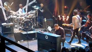 "Damon Albarn (with Tony Allen) ""Kingdom of doom"" live @ l"