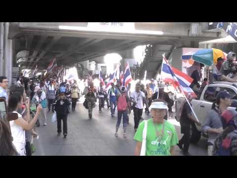 Bangkok yellow T-shirt demonstrations  like parade