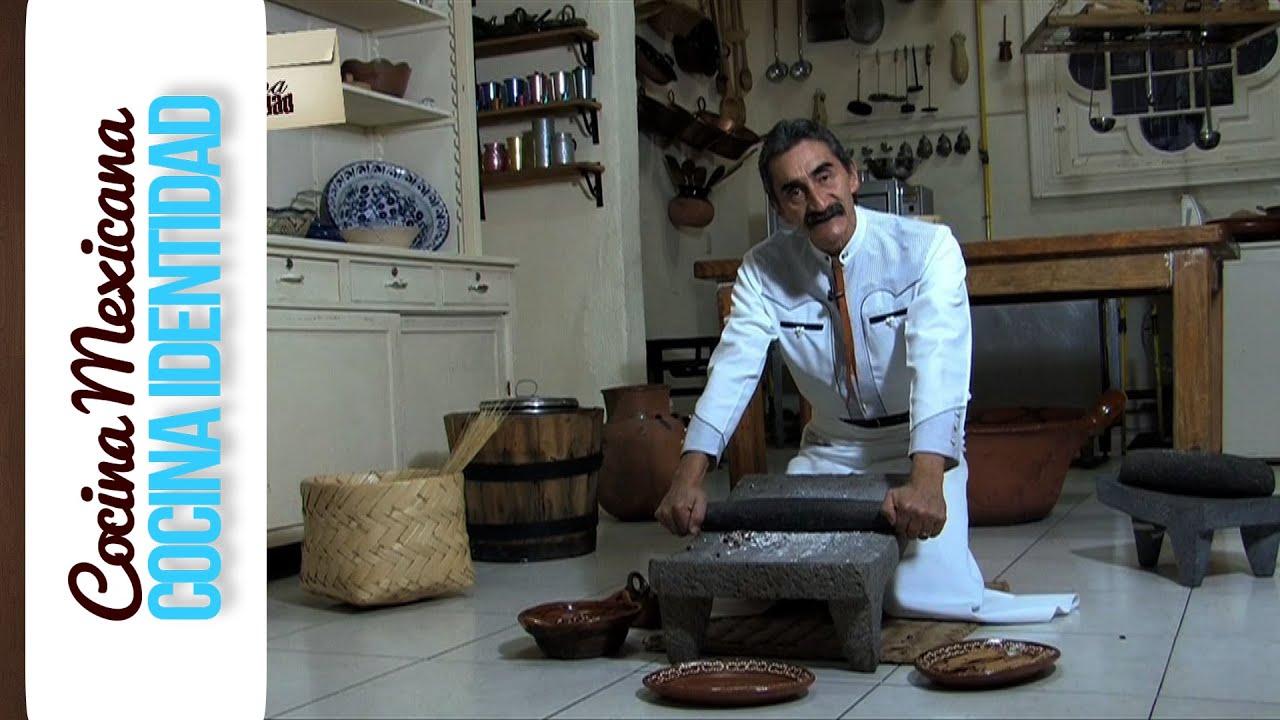 El metate como se usa el metate utensilios mexicanos yuri for Utensilios de cocina mexicana