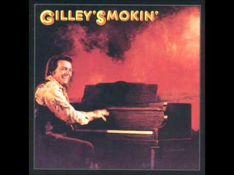 Mickey Gilley- Don't The Girls All Get Prettier At Closing Time