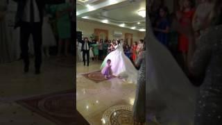 Африканец поет на ногайской свадьбе