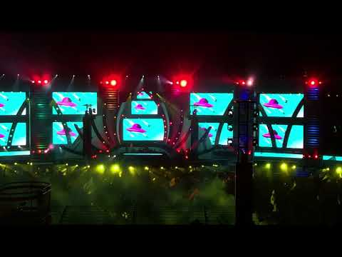 The Binches w/ Marshmello 😂 @ EDC Las Vegas 2018 [1080p]