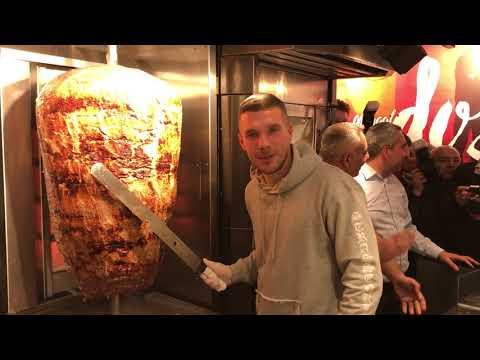 Lukas Podolski eröffnet Dönerbude am Chlodwigplatz in Köln