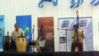 INDIAN MUSICIANS AT THE DIPLOMATIC LADIES BAZAAR SANTIAGO DE CHILE NOV 2009 (2)