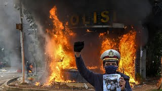 Violence Breaks Out As Protesters Clash With Police Over Indonesia S Controversial New Labour Law