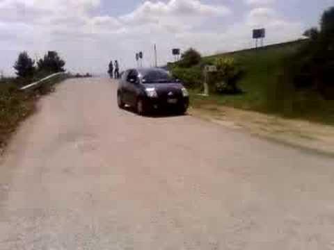 Percorrere una salita a motore spento (C2)