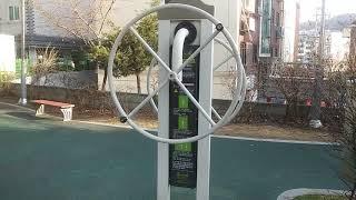 메롤원두정수기  광고   공원에서  촬영한  운동기구