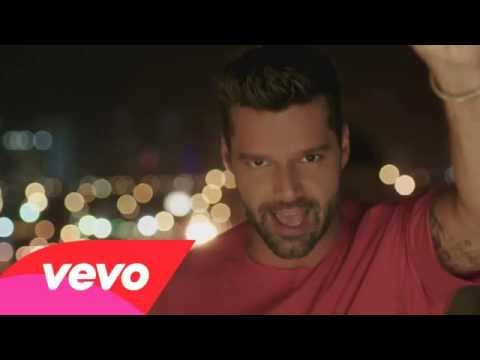 Ricky Martin - La Mordidita ft. Yotuel (Video Oficial)