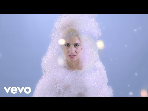 Romina Falconi - Cadono Saponette (Official Video)