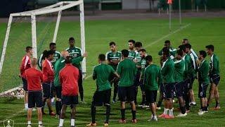 فيديو .. #أحمد_المرزوقي يدعم لاعبي #الأهلي قبل مواجهة #الشباب