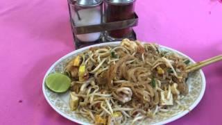 Пад-Тай с морепродуктами самое известное блюдо в Таиланде PadThai seafood. Рисовая лапша